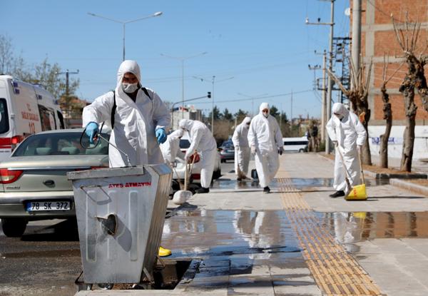 Diyarbakır'da dezenfekte çalışmaları aralıksız sürüyor