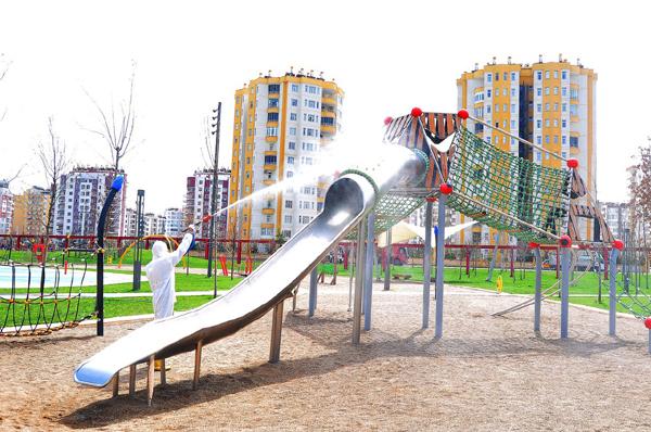 Parklar A'dan Z'ye dezenfekte ediliyor!