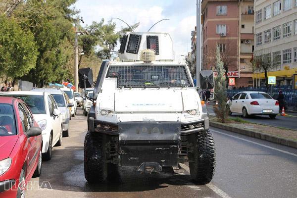 VİDEO HABER – Polis araçlarından Türkçe ve Kürtçe 'evde kal' çağrısı