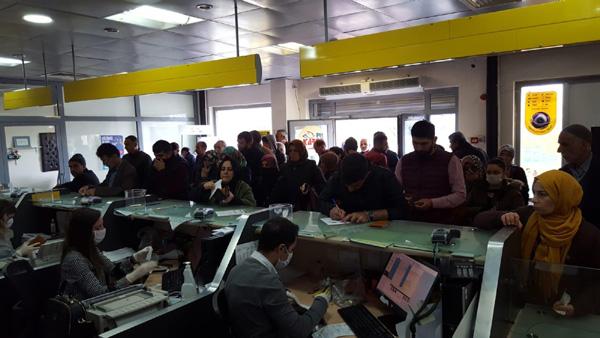 PTT şubelerinde 'ölümcül' kalabalık