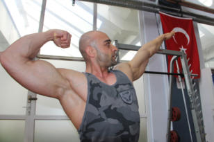 Türkiye vücut geliştirme şampiyonu Diyarbakır'dan