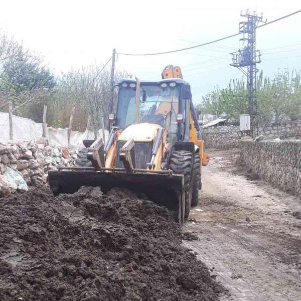 Eğil Belediyesi kırsal mahallelerde temizlik çalışması başlattı