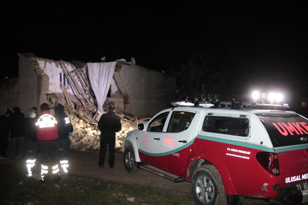 VİDEO HABER – Kerpiç ev çöktü: 2 çocuk öldü