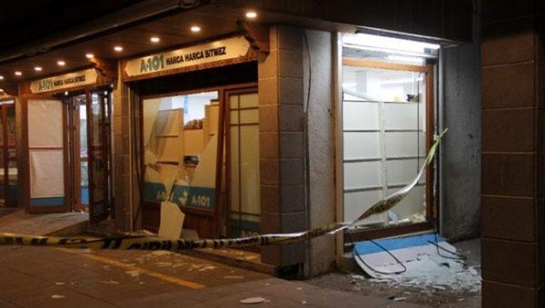 Sur ilçesinde bir markete saldırı