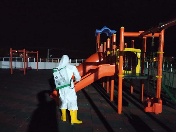 Çocuk oyun parkları dezenfekte ediliyor!