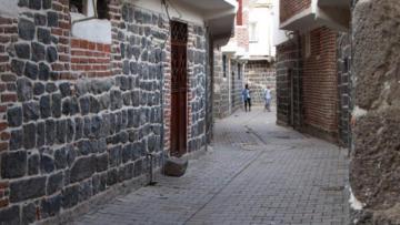Sur'un sokakları sağlıklaştırılıyor!