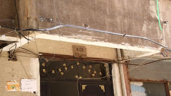Sur'da bir bina karantinaya alındı