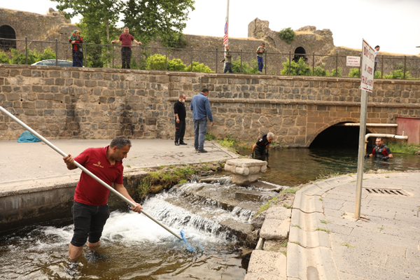 Tarihi Anzele Suyu temizlendi
