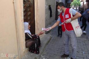 VİDEO HABER – Kızılay Bağlar Şubesi 10 bin maske dağıttı