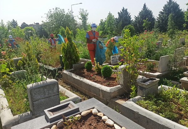 Bayram öncesi mezarlık temizliği