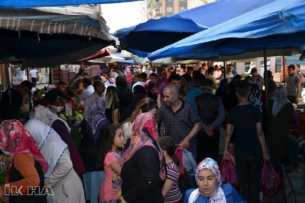 VİDEO HABER – Yasak öncesi pazarda alışveriş yoğunluğu