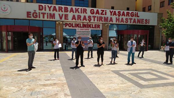 Sağlık emekçilerinden alkışlı protesto eylemi