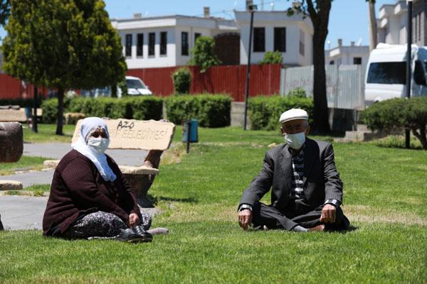 65 yaş ve üzeri yasağı devamına tepki: İnsan hak ve özgürlüklerine aykırıdır