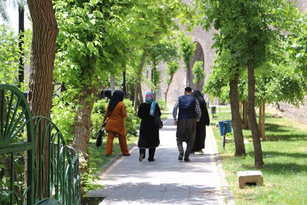 Diyarbakır'da 65 yaş üstüne Covid-19 kısıtlaması getirildi