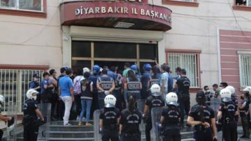 GÜNCELLENDİ – Vekillerin tutuklanmasına tepki: Teslim olmayacağız!