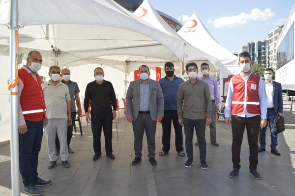 Yeniden Refah Partisi'den Kızılay'a kan bağışı