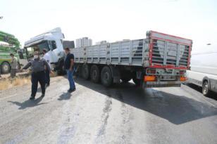VİDEO HABER – Aşırı sıcaklardan asfalt eridi, kayganlaşan yolda kaza oldu
