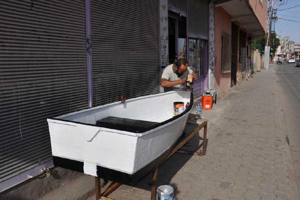 VİDEO HABER – Kendi imkânlarıyla tekne üretmeye başladı