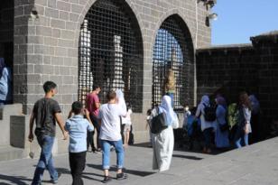 Öğrenciler YKS öncesi Hz. Süleyman Camisi'ni doldurdu