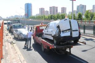 Zincirleme trafik kazası: 2'si çocuk 7 yaralı