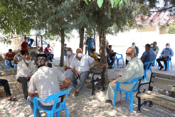 Elektrikleri kesilen köylüler, açlık grevi başlattı