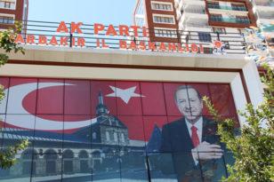 AK Parti, Diyarbakır'daki ilçe başkanlarının istifasını istedi