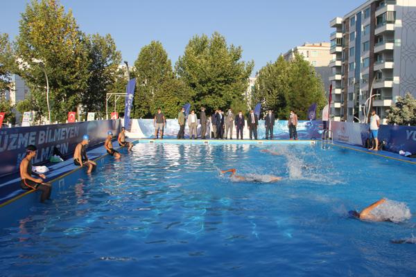 Bağlar'da çocuklar için portatif yüzme havuz