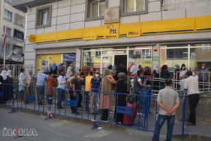 Vatandaşlardan tepki: PTT kuyruğuna çözüm bulun