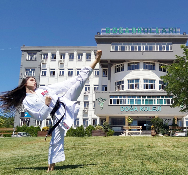 Milli karateci Sena, Doğa Koleji'nde