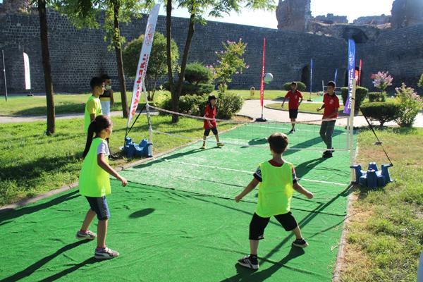Tarihi surlarda 'ayak' tenisi
