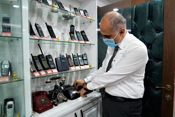 Telefon koleksiyonu görenleri hayrete düşürüyor