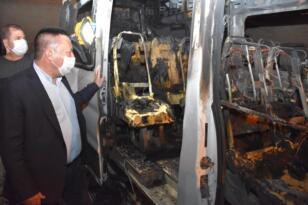 Temizlik aracından sonra bu kez servis aracı yakıldı