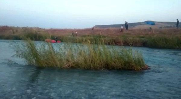 Dicle Nehrinde mahsur kalan vatandaşları itfaiye ekipleri kurtardı