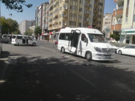 Afif ticari araç ile minibüs çarpıştı: Faciadan dönüldü