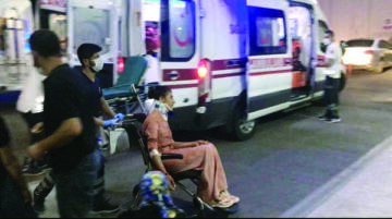 Araç şarampole devrildi: 12 yaralı