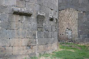 5 bin yıllık Surun bir kapısı briket ile kapatıldı
