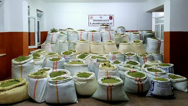Diyarbakır'da 5 ton esrar ile 14 milyon kök kenevir ele geçirildi