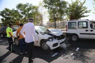 VİDEO HABER – 3 araç bir birine girdi: 1 yaralı
