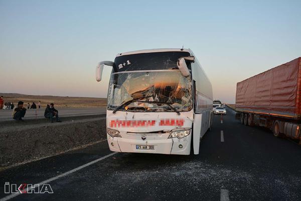 Diyarbakır otobüsü TIR ile çarpıştı