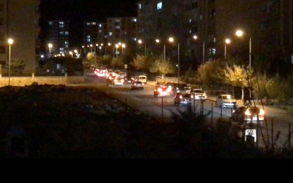 Diyarbakır'da yasağa rağmen düğün konvoyları yapılıyor