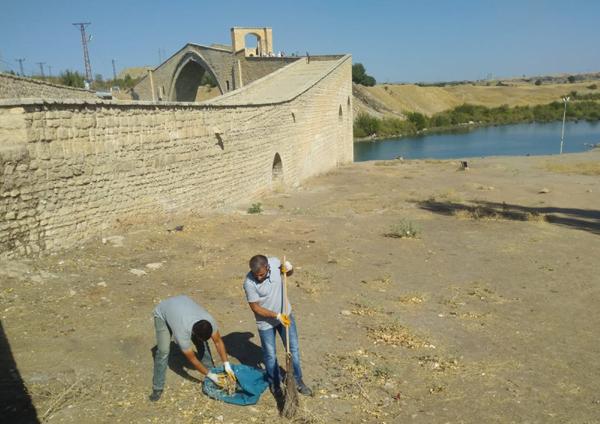 Tarihi Malabadi Köprüsünde temizlik çalışması